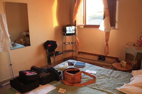 Residence Paradiso: Room #1, single, double bed, cable tv, wine-in-a-box