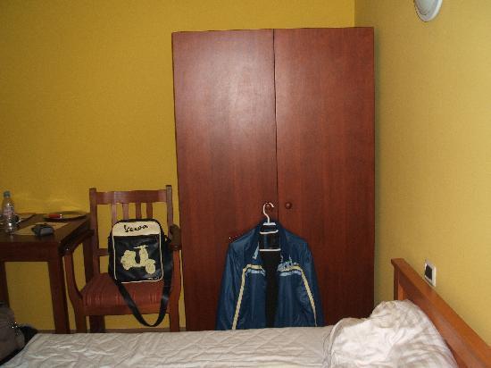 โรงแรมเรสซิเดนซ์ โบโลญญา: L'armadio