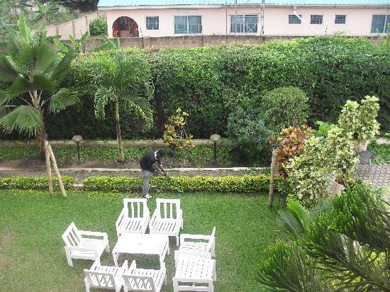 Joy Family Lodge: The garden