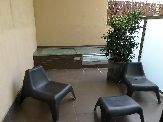 Hotel Constanza Barcelona: View of the balcony/sitting area