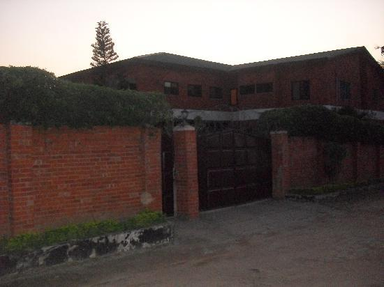 Joy Family Lodge: The entrance