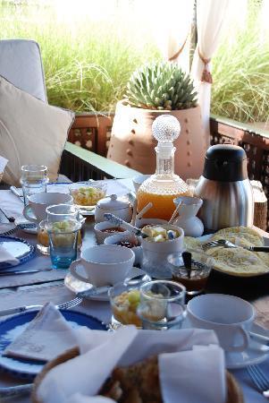 Dar Housnia: le petit déjeuner sur la terrasse
