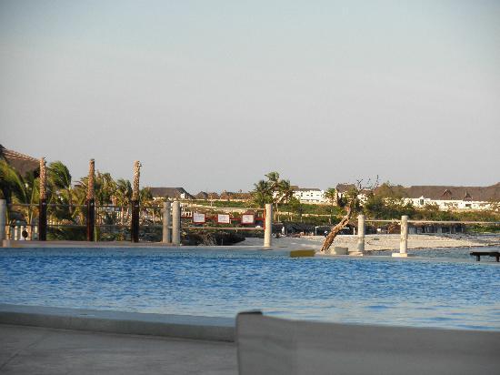 Ora Resort Watamu Bay: La piscina