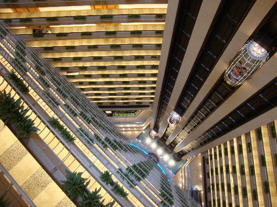 โรงแรมแพน แปซิฟิค สิงคโปร์: Hotel atrium- gorgeous