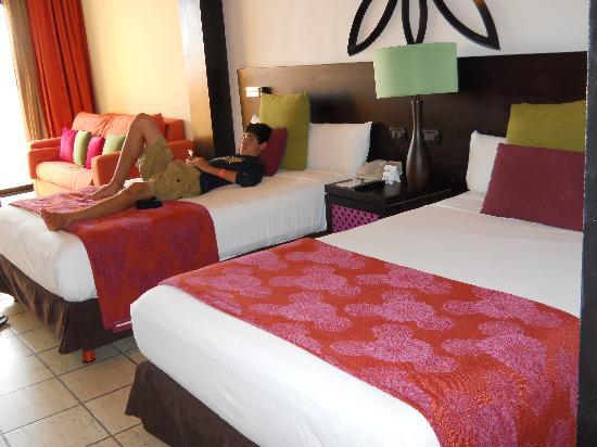 Ocean Coral & Turquesa: Junior Suite-Always Clean & Stocked Daily