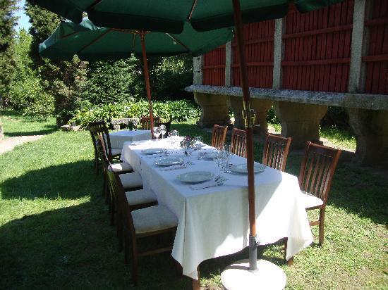Restaurante Pazo Lagar: comedor exterior