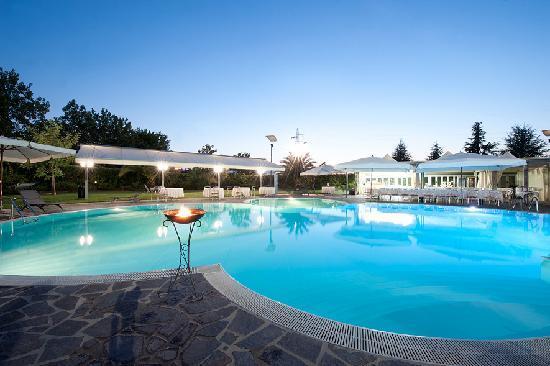 Hotel Dragonara: piscina