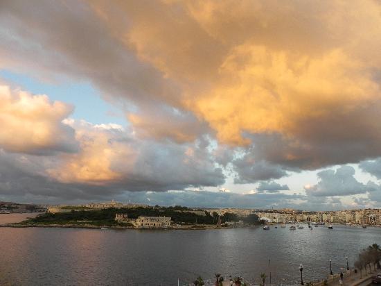 Hotel Fortina: Sunset over Sliema Creek