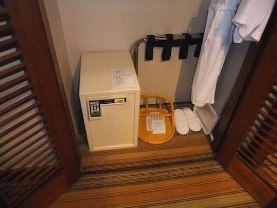 โรงแรมสวิสโซเทล เดอะ สแตมฟอร์ด: Stamford classic room - safe