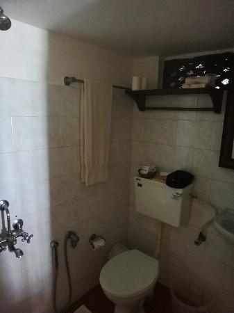 Coconut Bay Beach Resort: Room 302 bathroom