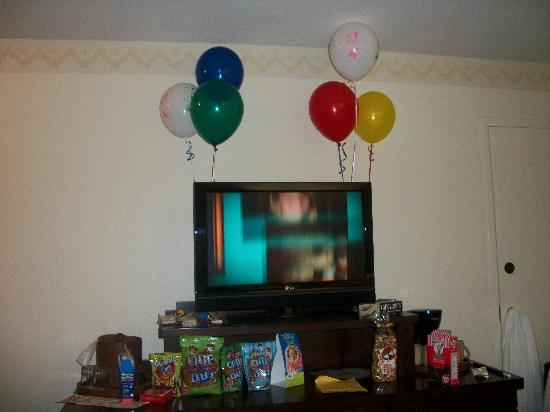 Disney's Coronado Springs Resort: Our room when we arrived!!