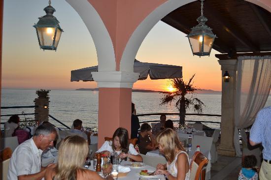 Delfino Blu Boutique Hotel: Family meal c w view