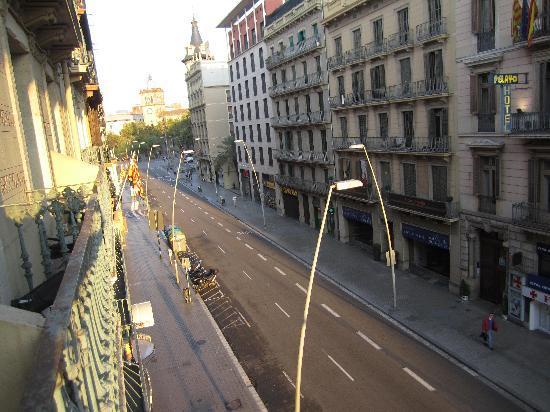 โรงแรมเลโอ: View from Room 308