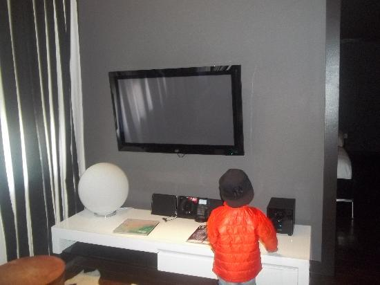 Metropole South Beach Hotel: Flat Screen Tv in the Sitting Area
