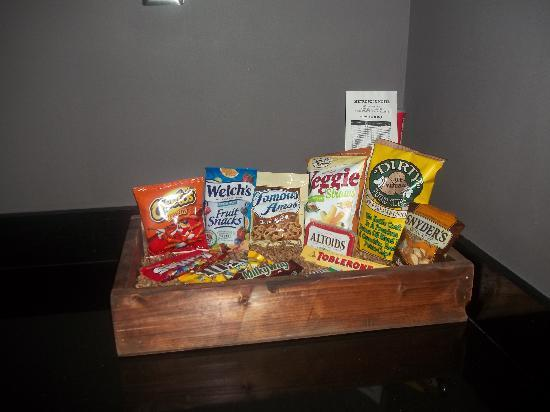 Metropole South Beach Hotel: Snack Box on Kitchen Counter