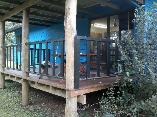 Lake Eacham Tourist Park: blue cabin verandah