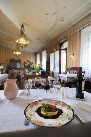 Hotel Le Montauban: www.hotelrestaurant-lemontauban.fr - Tél 05 55 24 00 38