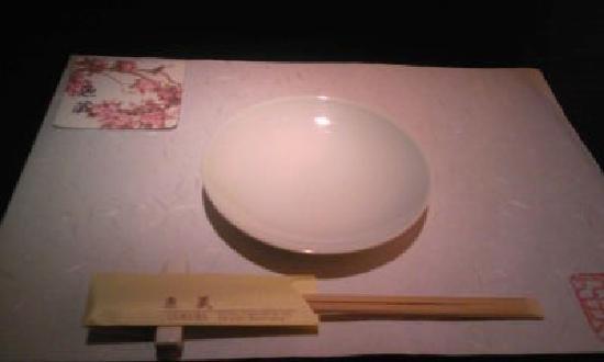 ShangHai Yu Zang (Hong Mei Road): 11.08.31【魚蔵】お皿とお箸の基本レイアウト