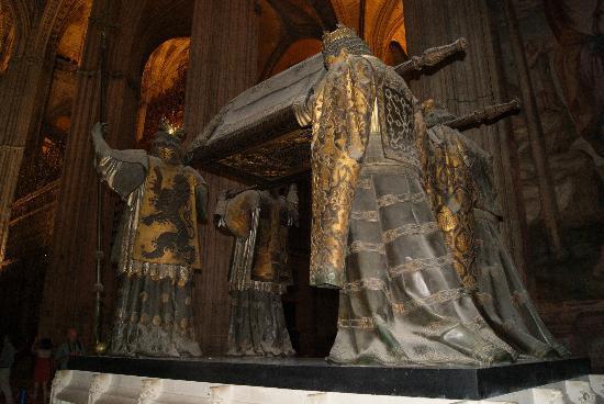 มหาวิหารเซวิลล์: all made in bronze and very detailed