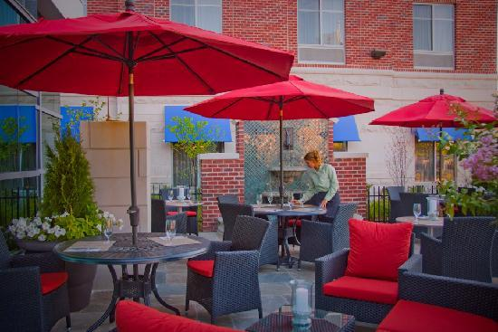 Hilton Garden Inn Rockville - Gaithersburg: Outdoor Patio Area