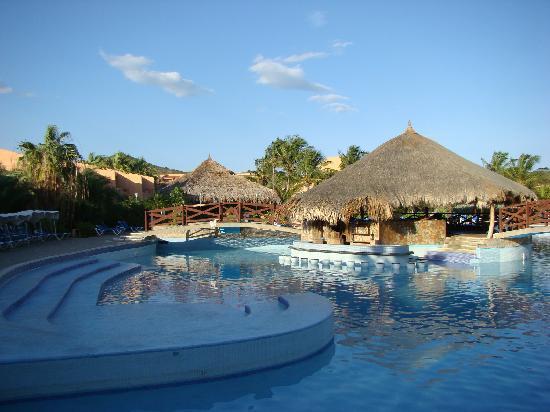 Costa Caribe Beach Hotel & Resort: Pool - low level of water
