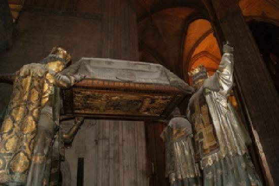 มหาวิหารเซวิลล์: Christopher Columbus's casket