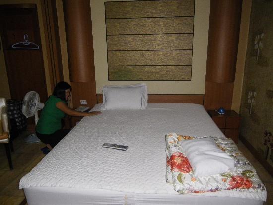 เอลิเซ่ โมเต็ล ปูซาน: Spacious bed