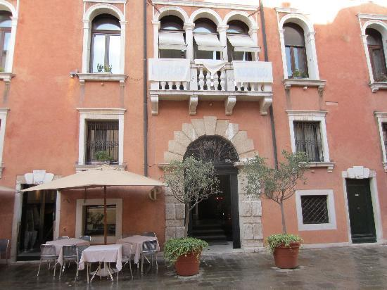 Ca' Pisani Hotel: front of hotel