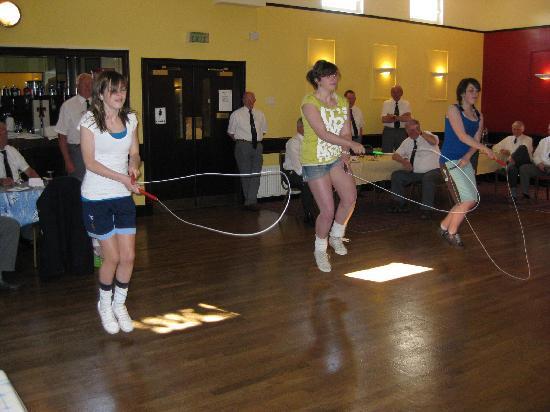 Station Hotel Portsoy: Portsoy skippers entertain