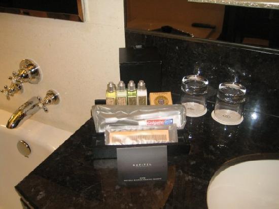 โรงแรมโซฟิเทล มาเก๊า แอท ปงต์ 16: L'Occitane Toiletries