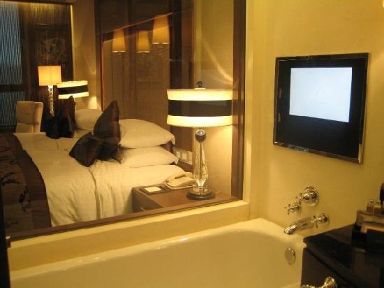 โรงแรมโซฟิเทล มาเก๊า แอท ปงต์ 16: Bed and Bath!