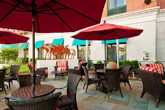 Homewood Suites Rockville - Gaithersburg: Outdoor Patio Area