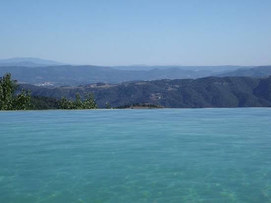 Le Hameau de la Mûre: vue de la piscine
