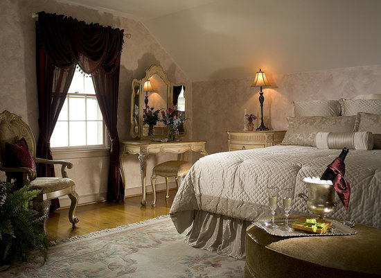 colonial gardens bed breakfast. Black Bedroom Furniture Sets. Home Design Ideas