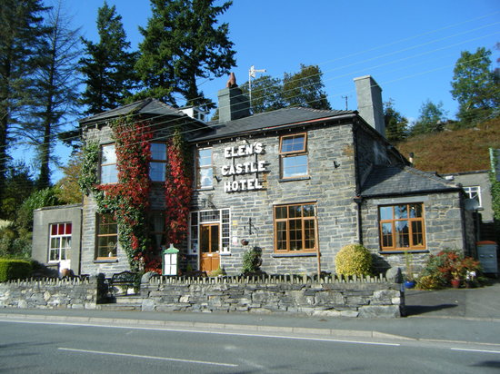 Elen's Castle Hotel and Restaurant: A lovely 18th century coaching inn