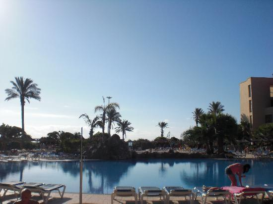 Elba Carlota Beach & Convention Resort: Lovely pool and gorgeous weather