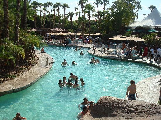 Pointe Hilton Squaw Peak Resort: main pool-alot a kids though