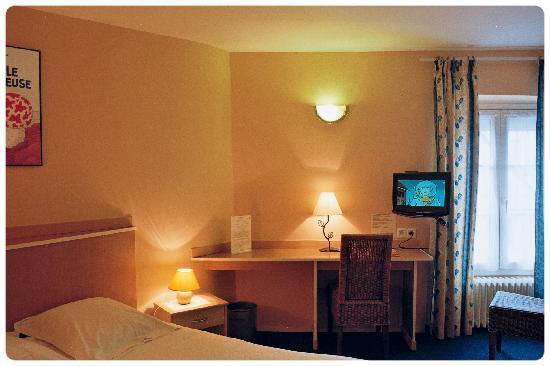 Hotel Le Monarque : a room