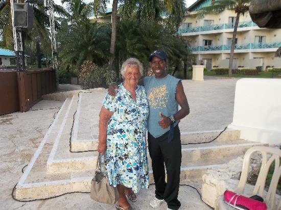 Dreams La Romana Resort & Spa: freddie taking care of my mum