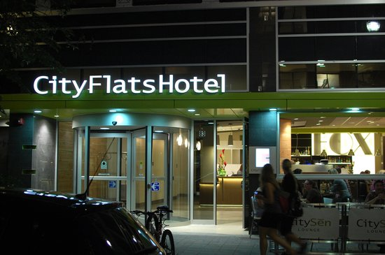 CityFlatsHotel: CityFlats Hotel at nightime