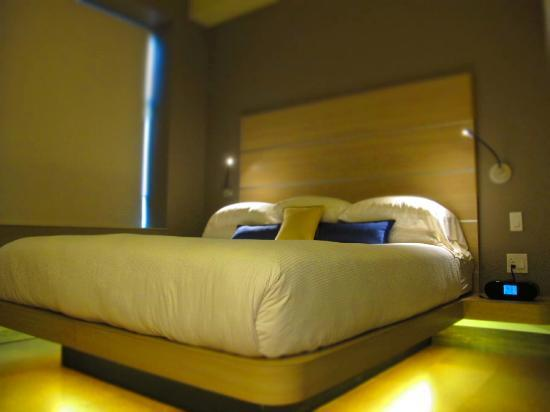 CityFlatsHotel: Single King Guestroom