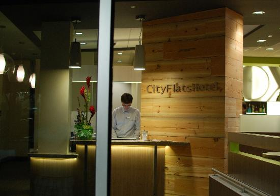 CityFlatsHotel: Front Desk at CityFlats Hotel