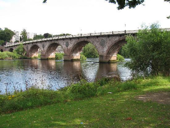 Almond Villa Guest House: Perth Bridge (Smeaton's Bridge 1771)