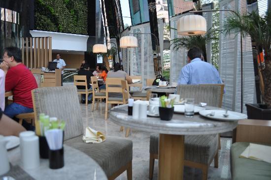 เอตัน สมาร์ท ฮ่องกง: Metro Lounge