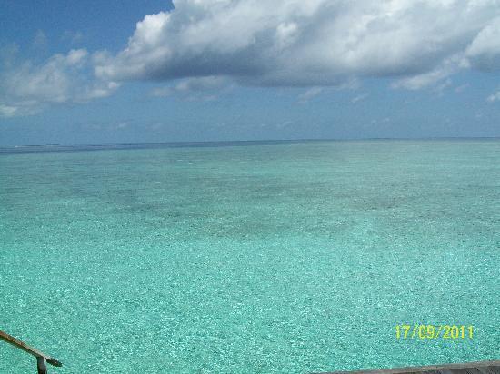 Veligandu Island Resort & Spa: Indian Ocean from our Villa