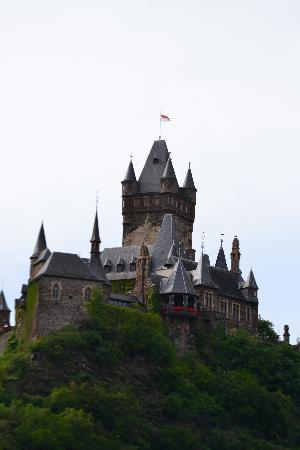 Reichsburg Cochem: view of the castle from the River Mosel
