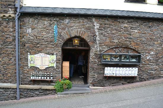 Reichsburg Cochem: One of many wineries in the town