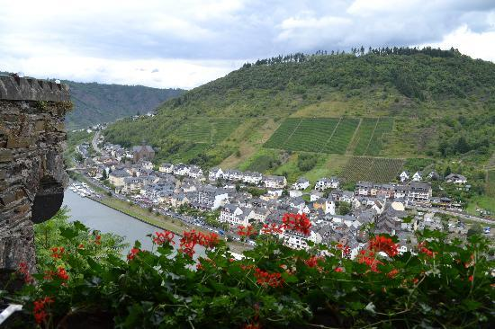 Reichsburg Cochem: view of Cochem from the castle