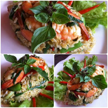 Coffee Old City: Fried rice with Green curry sauce