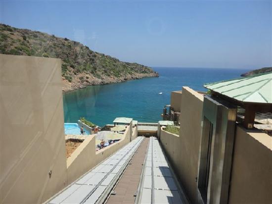 Daios Cove Luxury Resort & Villas: Outside lift